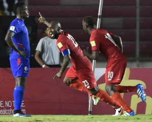 Panama's Felipe Baloy celebrates after scoring against Haiti during their Russia 2018 FIFA World Cup Concacaf Qualifiers' football match, in Panama City on March 29, 2016.    AFP PHOTO / RODRIGO ARANGUA