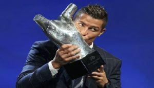 Monde: Cristiano Ronaldo élu meilleur joueur UEFA de la saison 2015-2016